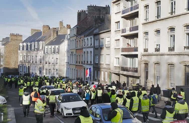 Manifestation des gilets jaunes contre la taxe carbone